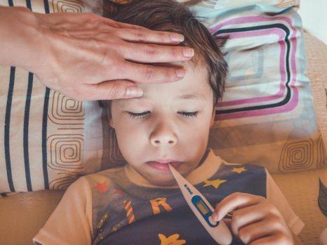 gejala paling nampak dari tipes adalah demam tinggi
